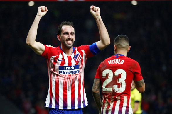 Nén đau, Godin ghi bàn thắng vàng cho Atletico Madrid - Ảnh 2.