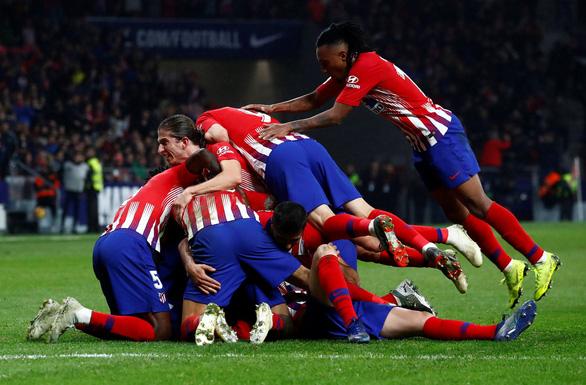 Nén đau, Godin ghi bàn thắng vàng cho Atletico Madrid - Ảnh 3.