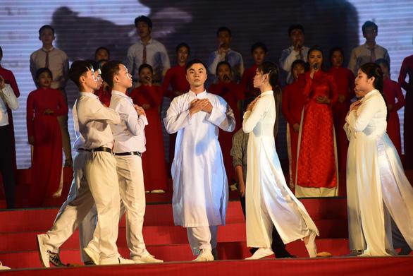 Liên hoan tuyên truyền ca khúc cách mạng Khát vọng tuổi trẻ - Ảnh 1.