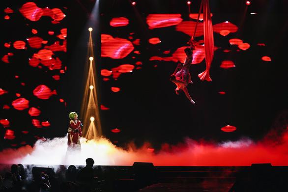 Vũ Cát Tường tóc xanh, hát live cùng hàng ngàn khán giả - Ảnh 6.