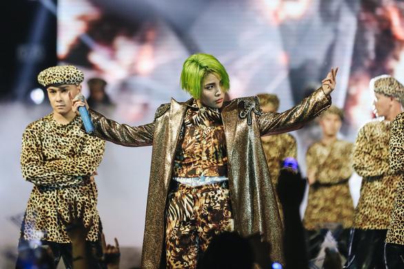 Vũ Cát Tường tóc xanh, hát live cùng hàng ngàn khán giả - Ảnh 10.