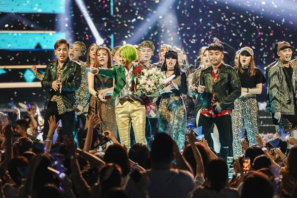Vũ Cát Tường tóc xanh, hát live cùng hàng ngàn khán giả - Ảnh 12.