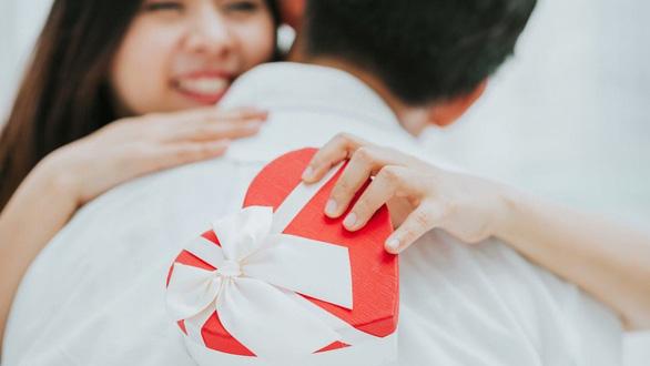 iPhone, son môi và phép thử tình yêu của ngày Độc thân 11-11 - Ảnh 1.