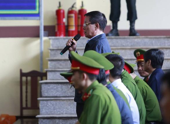 Diễn biến chính ngày đầu tiên xét xử hai cựu tướng công an - Ảnh 5.