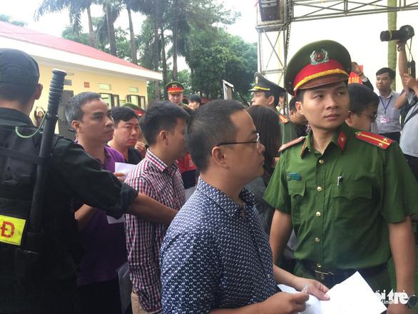 Sáng nay xét xử cựu tướng công an bảo kê đánh bạc và 91 bị cáo - Ảnh 7.