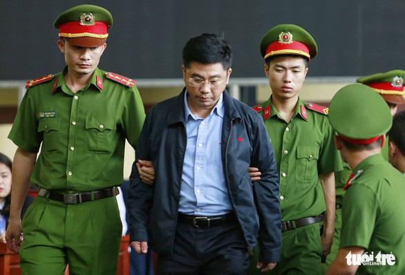 Diễn biến chính ngày đầu tiên xét xử hai cựu tướng công an - Ảnh 4.