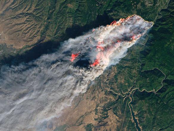 Phim trường Hollywood cháy rụi, nhà sao Hollywood hóa tro tàn - Ảnh 1.