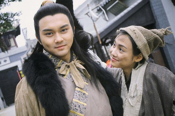 12-11: Facebook Sơn Tùng biến mất, MC Quyền Linh làm người mẫu - Ảnh 2.