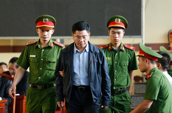 Trùm đường dây đánh bạc khai hối lộ 2 cựu tướng công an hàng chục tỉ - Ảnh 4.