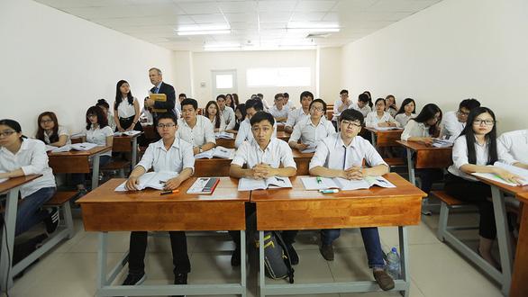 Học tiếng Anh từ lớp 6, sao sinh viên vẫn không giao tiếp được? - Ảnh 1.