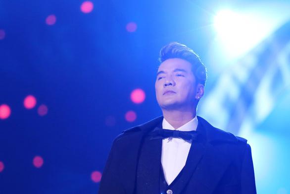13-11: Trần Tiểu Vy hát nhạc Sơn Tùng ở Hoa hậu Thế giới - Ảnh 8.