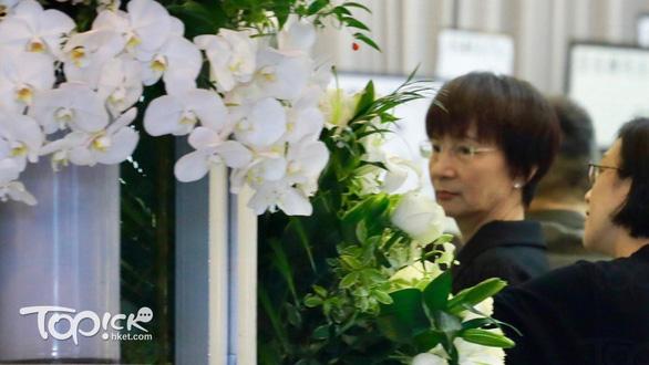 Tỉ phú Jack Ma và các nghệ sĩ đến dự tang lễ nhà văn Kim Dung - Ảnh 7.