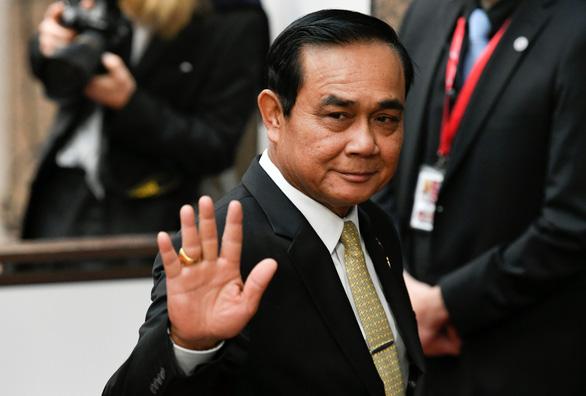 Vua Thái ban lệnh tổng tuyển cử, chính quyền lại lùi thêm một tháng - Ảnh 1.