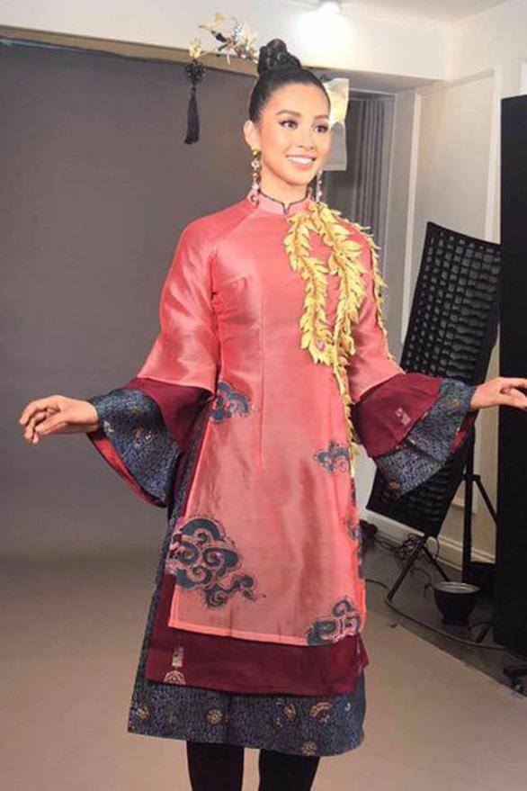 13-11: Trần Tiểu Vy hát nhạc Sơn Tùng ở Hoa hậu Thế giới - Ảnh 3.
