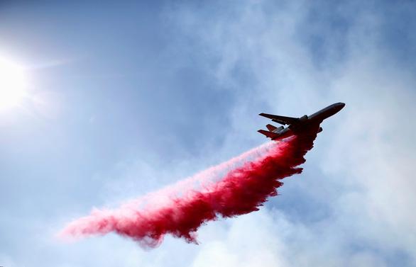 Cháy rừng thảm khốc nhất lịch sử California: 50 người thiệt mạng - Ảnh 2.