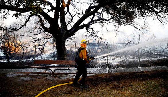 Cháy rừng thảm khốc nhất lịch sử California: 50 người thiệt mạng - Ảnh 1.