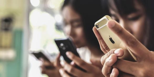 Người Mỹ kiểm tra điện thoại trung bình 52 lần một ngày - Ảnh 1.