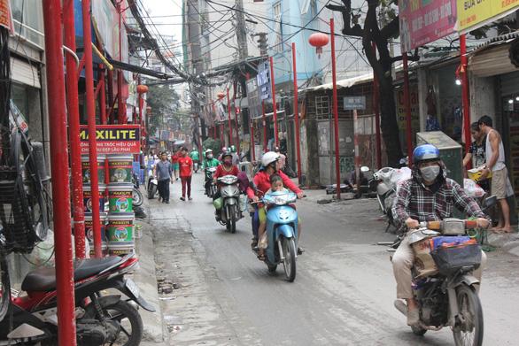 Đồng phục hóa đường phố: Chuyên gia phát hoảng - Ảnh 1.