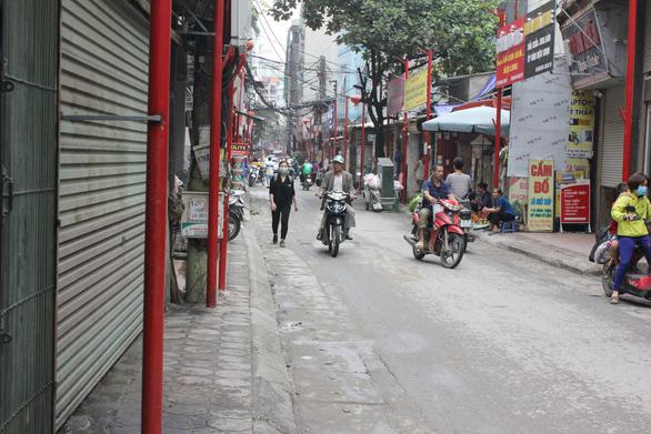 Đồng phục hóa đường phố: Chuyên gia phát hoảng - Ảnh 3.