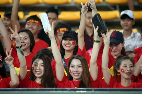 Khởi động hành trình đi tìm bài hát cổ vũ cho bóng đá Việt Nam - Ảnh 1.