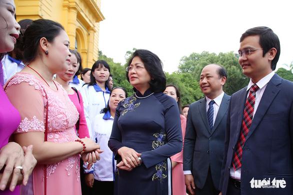 Phó chủ tịch nước tôn vinh giáo viên dạy trẻ khuyết tật - Ảnh 1.