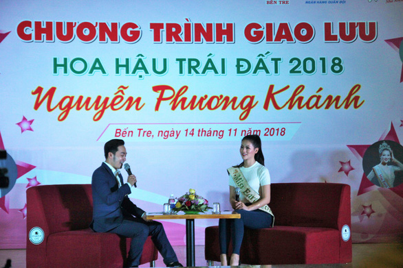 Hoa hậu Phương Khánh giản dị ngày về thăm trường cũ - Ảnh 4.