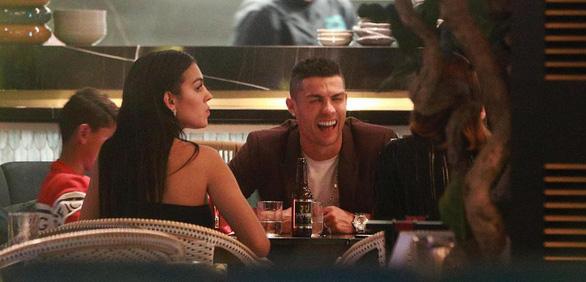 Ronaldo chi 816 triệu đồng cho hai chai rượu vang - Ảnh 3.