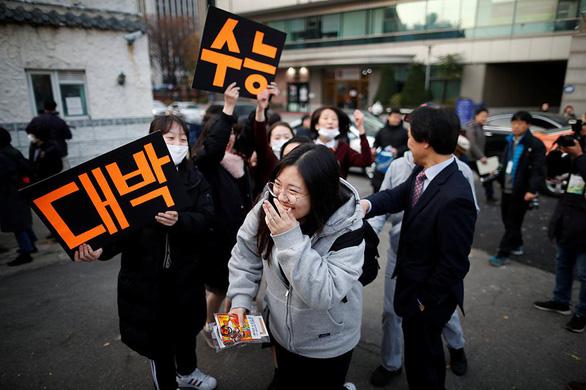 Hàn Quốc nín thở ngày thí sinh thi đại học - Ảnh 1.