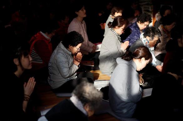Hàn Quốc nín thở ngày thí sinh thi đại học - Ảnh 2.