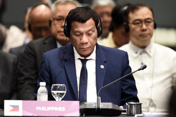 Chuyên gia chê phát ngôn của ông Duterte về Biển Đông - Ảnh 1.