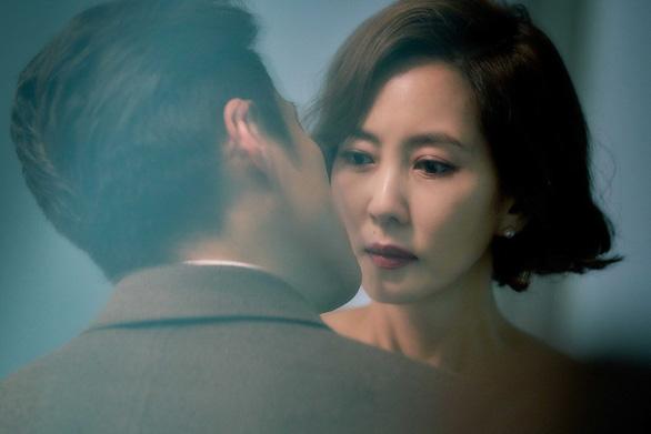 Phim 19+ của Kim Nam Joo cắt hết cảnh nóng lên sóng HTV2 - Ảnh 1.