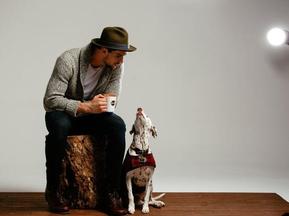 Mở thương hiệu cà phê cứu chó, chàng trai thu 1 triệu USD - Ảnh 7.