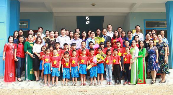 Chubb Life Việt Nam trao tặng thiết bị dạy và học tại 06 tỉnh miền Trung - Ảnh 3.