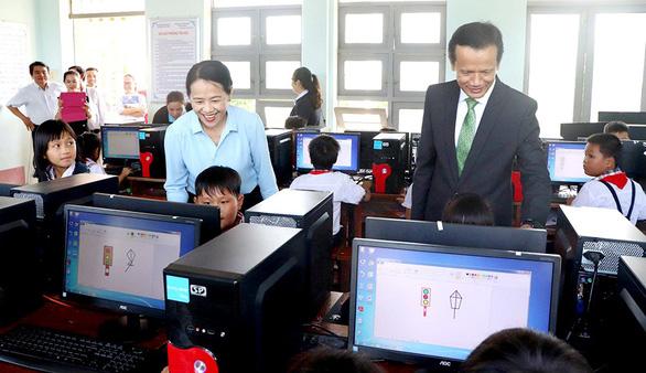 Chubb Life Việt Nam trao tặng thiết bị dạy và học tại 06 tỉnh miền Trung - Ảnh 7.