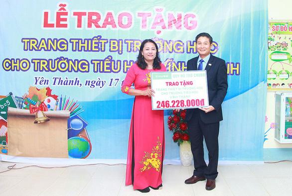 Chubb Life Việt Nam trao tặng thiết bị dạy và học tại 06 tỉnh miền Trung - Ảnh 1.