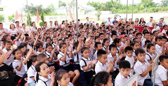Chubb Life Việt Nam trao tặng thiết bị dạy và học tại 06 tỉnh miền Trung - Ảnh 4.