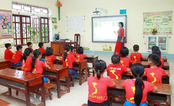 Chubb Life Việt Nam trao tặng thiết bị dạy và học tại 06 tỉnh miền Trung - Ảnh 6.