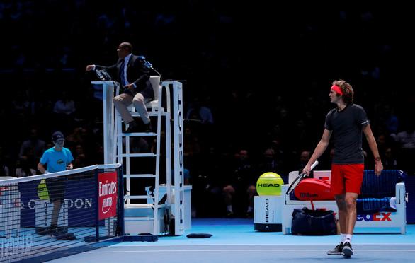 Zverev bị CĐV la ó trong chiến thắng trước Federer - Ảnh 4.