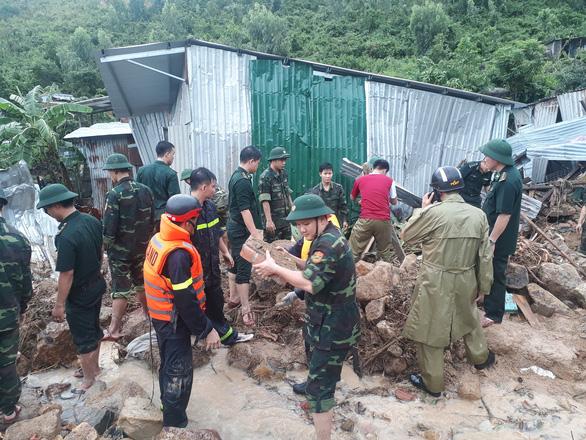 Sạt lở đất ở Nha Trang làm 13 người chết và mất tích - Ảnh 3.