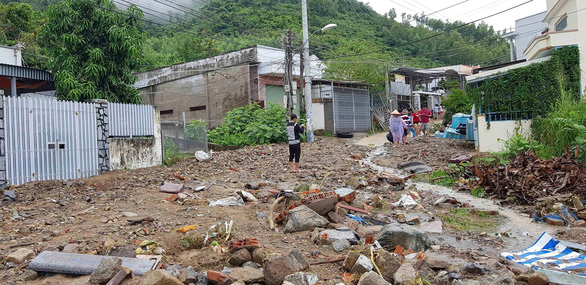 Sạt lở đất ở Nha Trang làm 13 người chết và mất tích - Ảnh 4.