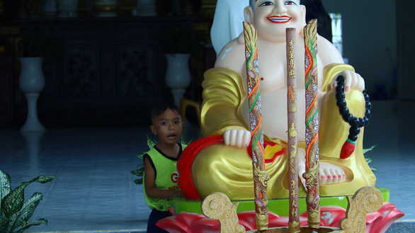 Cuộc sống của những đứa trẻ bị bỏ rơi trước cổng chùa - Ảnh 3.