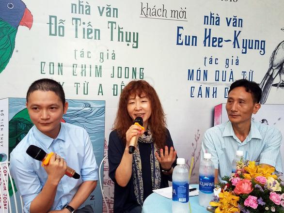 Văn chương Việt - Hàn và câu chuyện 'ngón nghề' phản ánh hiện thực - Ảnh 1.
