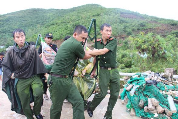 Sạt lở đất ở Nha Trang làm 13 người chết và mất tích - Ảnh 8.