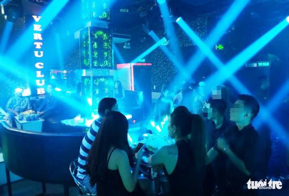 Cả trăm khách quán bar ở Phú Nhuận nghi 'phê' ma túy - Ảnh 2.