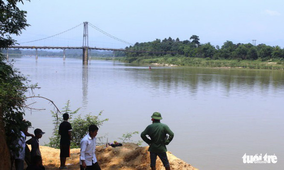 3 nam sinh Nghệ An bị đuối nước ở sông Lam - Ảnh 1.