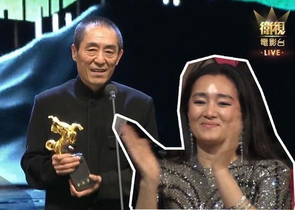 Trương Nghệ Mưu đoạt giải Kim Mã, Củng Lợi bật khóc - Ảnh 1.