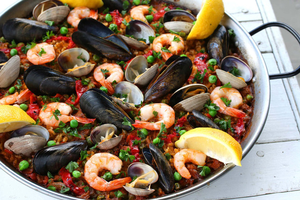 Ghé Tây Ban Nha đừng quên ăn thử cơm paella - Ảnh 2.