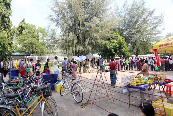 Mua vé xem bóng đá ở Myanmar không khổ như VN - Ảnh 3.