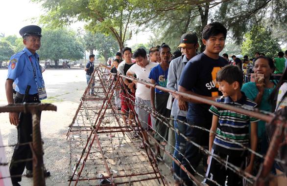 Mua vé xem bóng đá ở Myanmar không khổ như VN - Ảnh 5.
