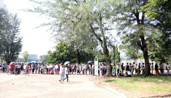 Mua vé xem bóng đá ở Myanmar không khổ như VN - Ảnh 4.